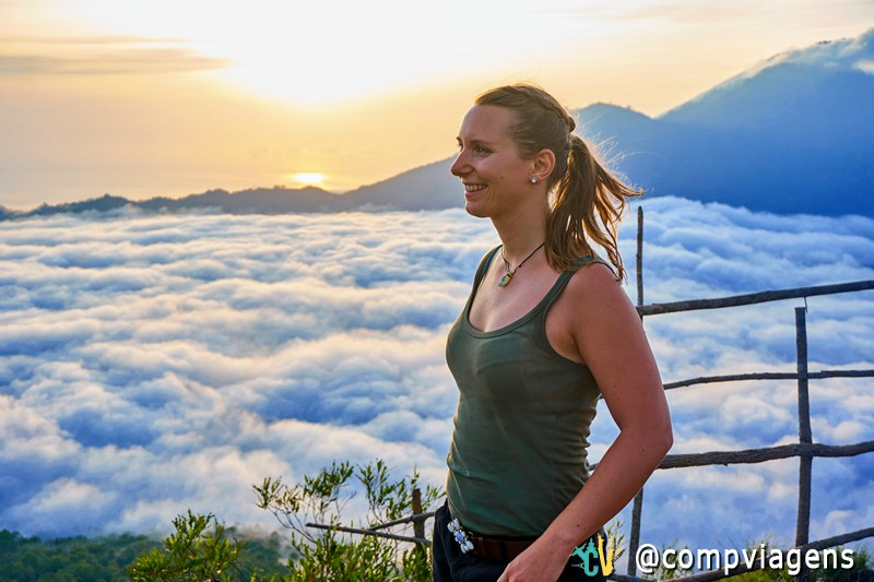 Curtindo a vista espetacular sobre as nuvens do pico do Mt. Batur. Foto: Martin