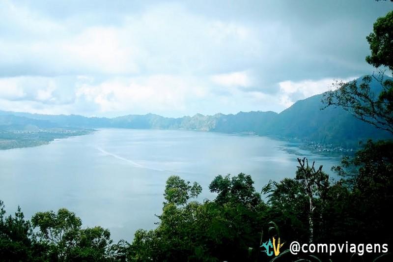 A bela vista do mirante para o Lago Danau Batur