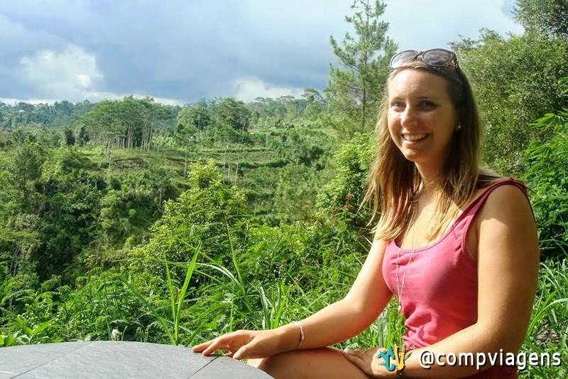 A vista deslumbrante do Landih Ashram para os terraços de arroz, no Monte Batur. Eu já estou usando a bela pulseira de Ratna