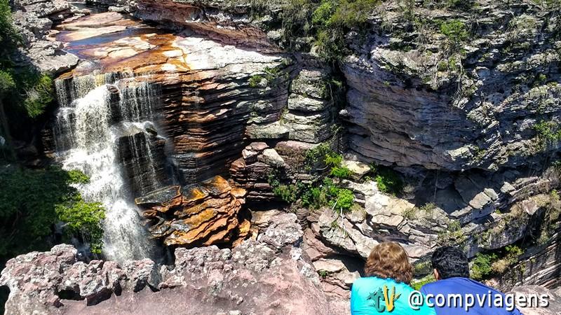Meus pais, olhando a Cachoeira do Buracão de um penhasco de 100 metros de altura