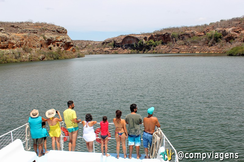 Passageiros do Menestrel das Alagoas admirando os cânions