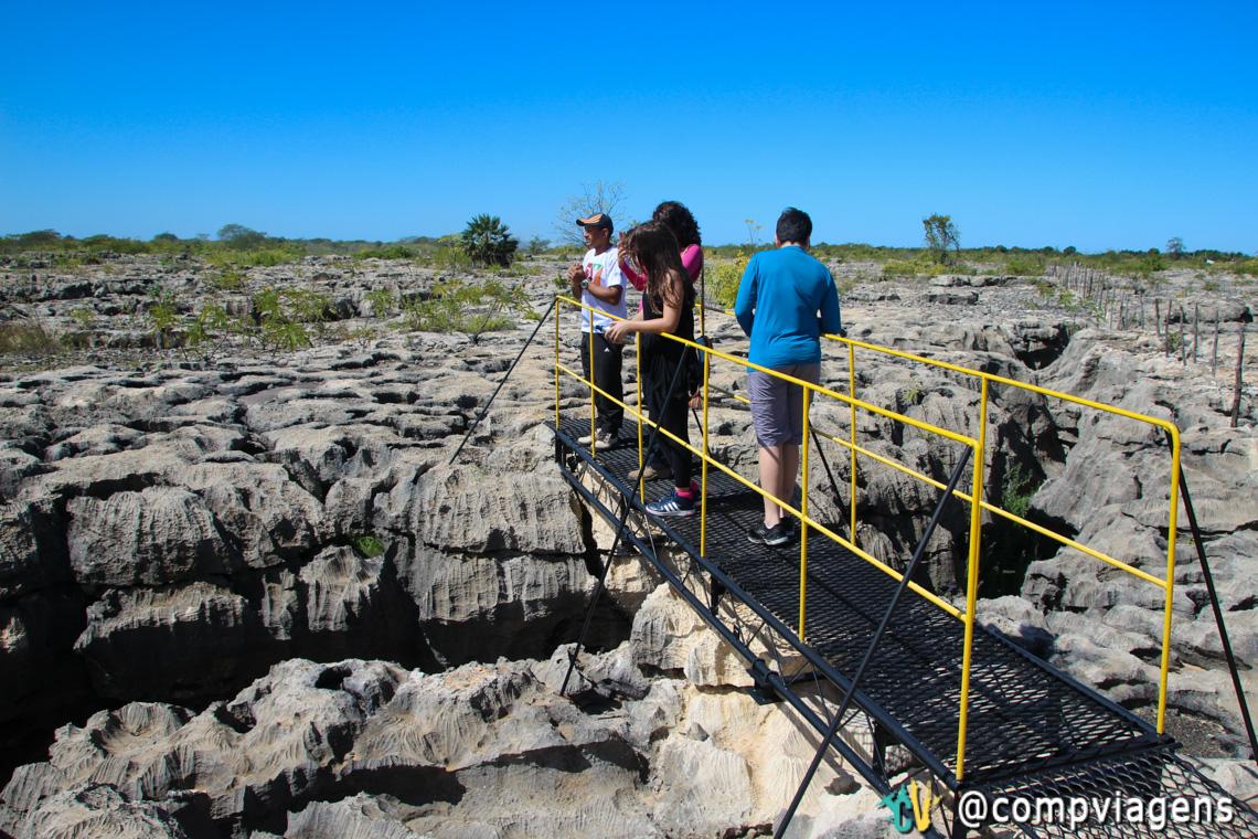 A formação geológica do Lajedo Soledade é de rocha calcária de origem marinha