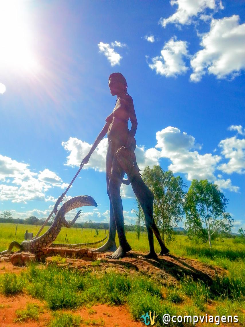 Escultura de mulher e filho no Aileron