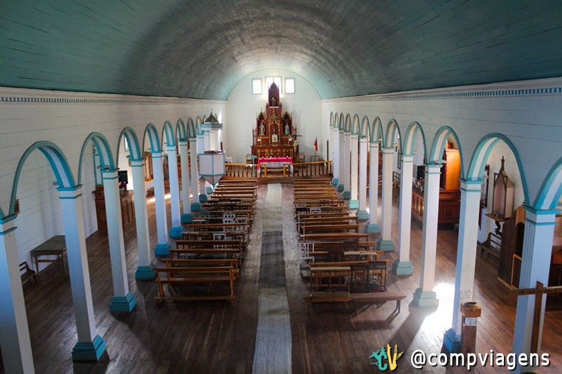Interior da igreja de Tenaún