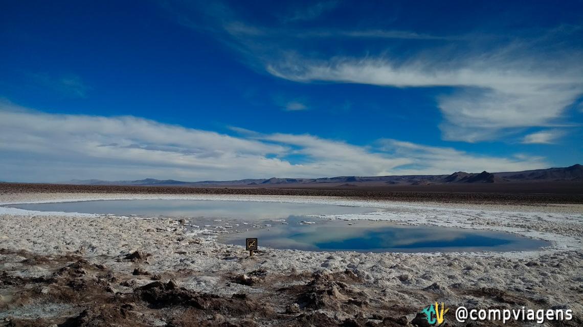 As lagoas de Baltinache são cercadas de sal e água em tons de azul