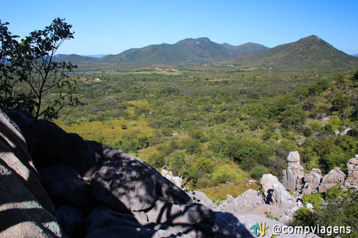 """Paisagem vista do """"quintal"""" da Casa de Pedra"""