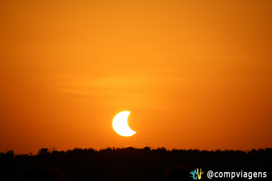O eclipse solar culminou com o pôr do sol