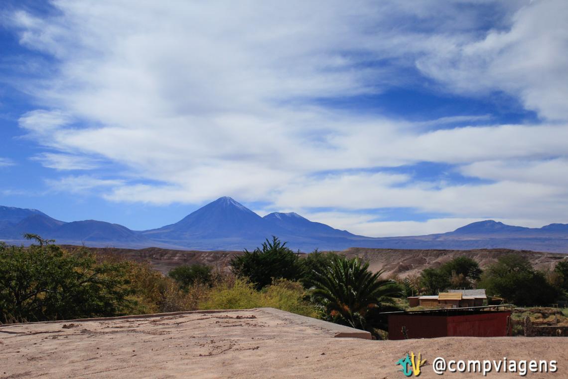 Vista para o vulcão Lincancabur, do primeiro andar da casa