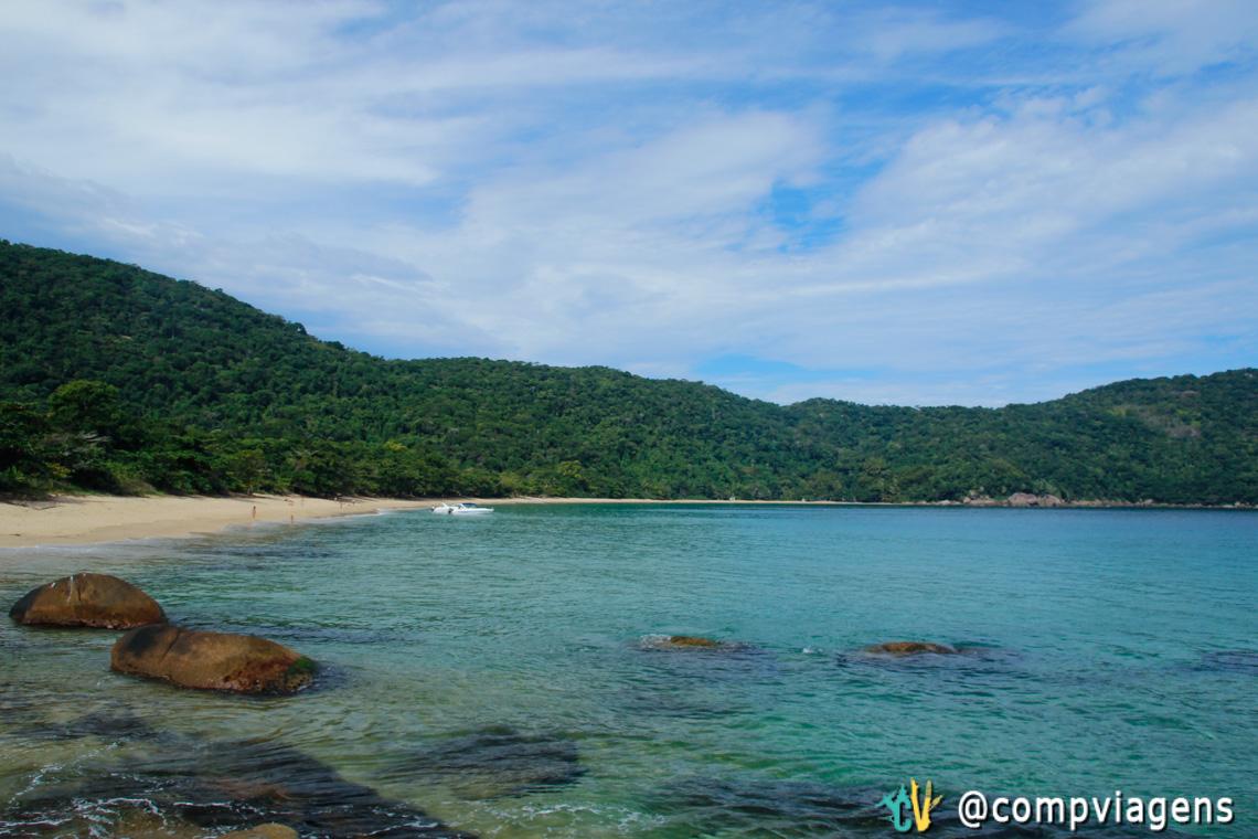 Parnaioca também tem água cristalina, com boa visibilidade para snorkeling