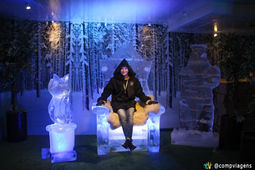 No trono de gelo do Ice Bar, fazendo a Stark! =)