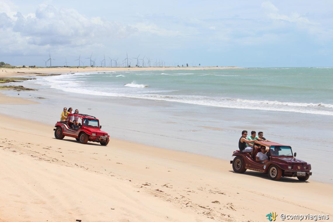 Aerogeradores vistos da Praia de Tourinhos