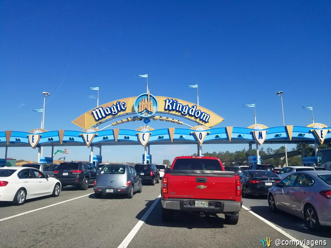 Entrada do estacionamento do MK antes das 9h