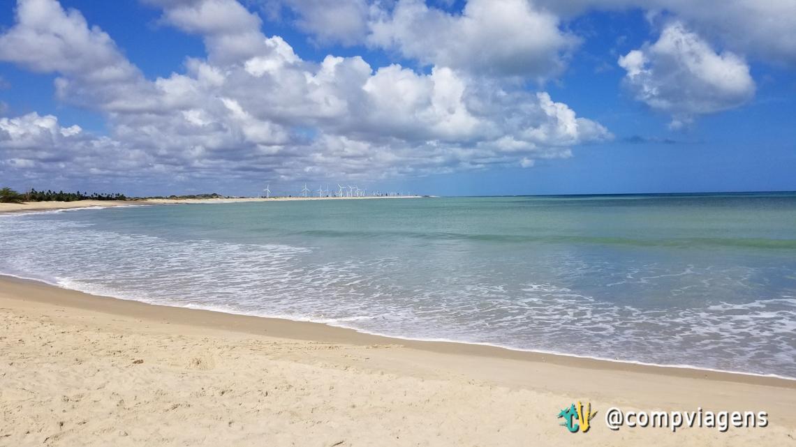 Parque eólico visto a partir da praia de Tourinhos